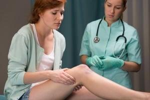 Gibt es Schmerzensgeld für eine Knieprellung?