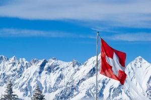 Auch in der Schweiz: In manchen Gebieten gilt eine Schneekettenpflicht.