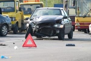Eine SMS zu schreiben kann beim Autofahren dramatische Konsequenzen haben.