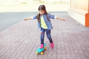 Wie ein Skateboard sind bestimmte Geräte der Art Softair ohne Altersbeschränkung erhältlich.