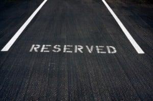 Beim Parken in zweiter Reihe genießen Sonderfahrzeuge Sonderrechte