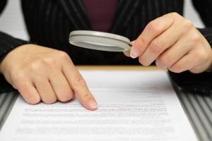Strafzettel beim Parken erhalten: Ein Einspruch mittels Vorlage sollte stets überprüft werden.