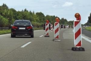 StVO zur Geschwindigkeitsbegrenzung: Die Aufhebung erfolgt nach der Gefahrenstelle in der Regel ohne ein Schild.