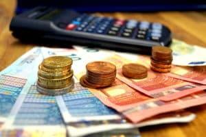 Wie wird der Tagessatz für eine Geldstrafe ermittelt?