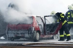 Für den Totalschaden am Fahrzeug des Unfallverursachers kann dessen Vollkasko aufkommen.