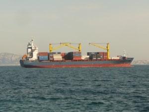 Der Transport gefährlicher Güter kann auf viele Arten stattfinden, auch mit dem Schiff.