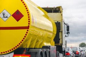 Vorschriften beim Transport: Das Gesetz sieht bei gefährlichen Güter besondere Regeln vor.