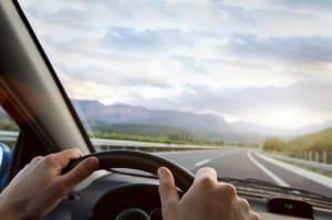 Fehlendes Blinken ist ein häufiger Grund für einen Unfall beim Wenden, Rückwärtsfahren und Abbiegen.