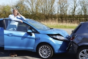 Bei einem Unfall mit dem Firmenwagen ist die Selbstbeteiligung von der Schuldfrage abhängig.