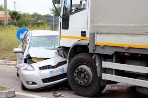 Ein Unfall mit dem LKW kann schwere Folgen nach sich ziehen.