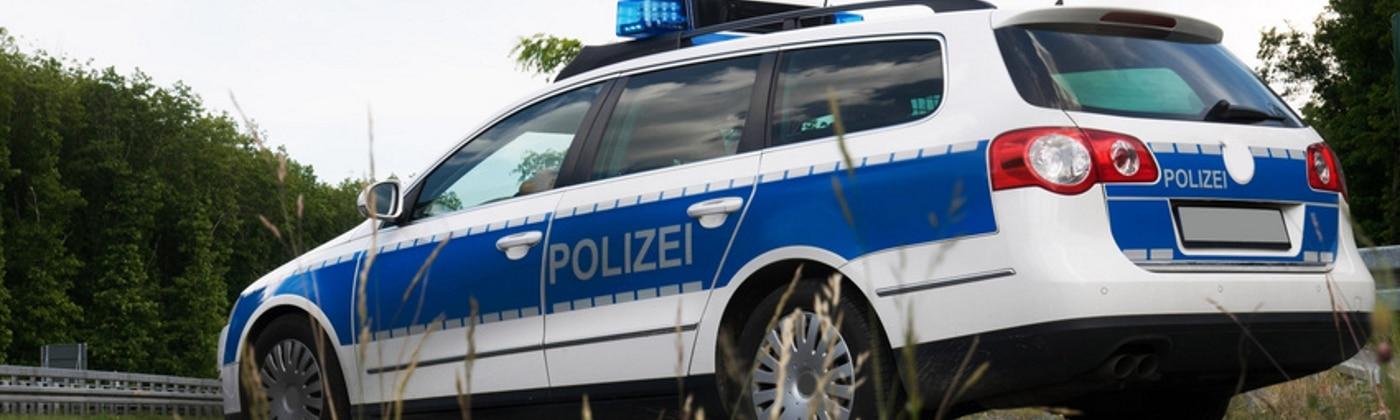 Wie ist sich nach einem Unfall mit einem Polizeiauto zu verhalten?