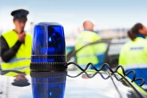 Unfall mit einem Polizeifahrzeug im Einsatz? Die Schuld trägt meist der gegnerische Fahrer.
