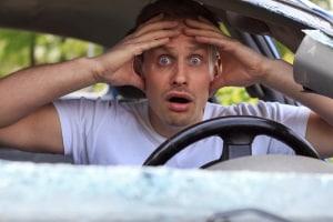 Bei ungeübten Fahrern ist ein Unfall mit einem PKW-Anhänger schnell passiert.
