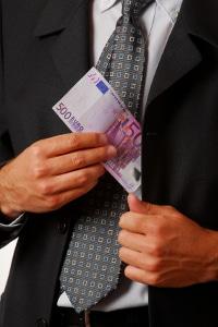 Ist nach einem Unfall die Schuldfrage ungeklärt, kann die Versicherung Zahlungen verweigern.
