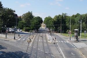 Kreuzende Verkehrswege: Häufig kommt es aufgrund von Fehlern der Fußgänger, Radler oder Pkw-Fahrer zu einem Unfall mit der Straßenbahn.