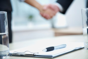 Ein Unfall in der Tiefgarage muss immer der Versicherung gemeldet werden, um eine schnelle Einigung finden zu können.