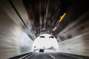 Was können Sie tun, um möglichst ohne Unfall durch den Tunnel zu kommen?