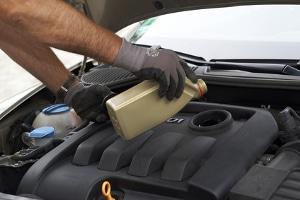 Undichte Leitungen? Das könnte schnell einen Unfall wegen einer Ölspur provozieren.