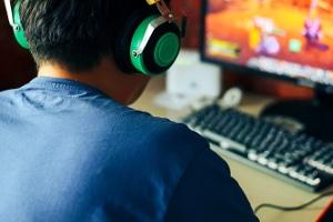 USK und FSK sind beide im Sinne des Jugendschutzes tätig. Spiele prüft aber nur die USK.