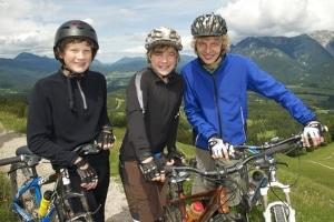 Die Verkehrserziehung mit dem Fahrrad kann durch Ausflüge mit dem Rad unterstützt werden.