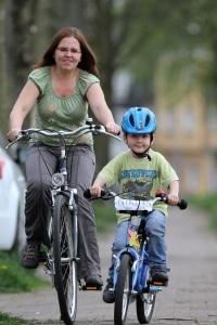 Bei der Verkehrserziehung in der Grundschule kommt auch das Fahrrad zum Einsatz.