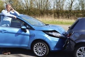 Verkehrshindernis: Nach Unfällen mit leichten Blechschäden müssen Sie ebenso so bald als möglich beiseite fahren.