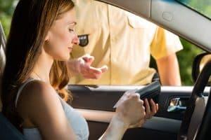 Führerschein abgeben: Gemäß Verkehrsrecht in Deutschland gibt es hier Sonderregeln für Erst- und Wiederholungstäter.