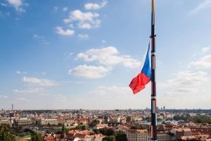 Um die Urlaubskasse zu schonen, sollten Sie die Verkehrsregeln in Tschechien beachten.