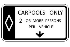 """Verkehrsschilder in den USA: Sogenannte """"carpool lanes"""" dürfen nur Fahrgemeinschaften nutzen."""