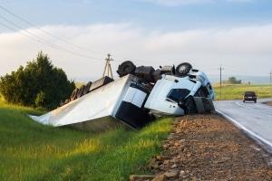 Nach einem Verkehrsunfall ohne Fremdschaden ist zumeist die eigene Vollkasko zuständig.