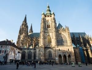 Wer einen unbeschwerten Urlaub genießen will, sollte die Verkehrsvorschriften in Tschechien einhalten.