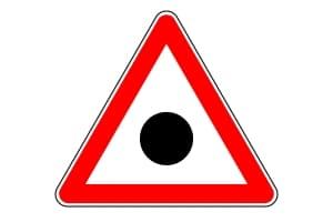 Mit diesem Verkehrszeichen wird in Litauen auf einen Unfallschwerpunkt hingewiesen.