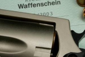 Vorderlader zu kaufen, ist ohne Waffenschein möglich. Allerdings kann bei einigen Typen ein Waffenbesitzkarte notwendig sein.