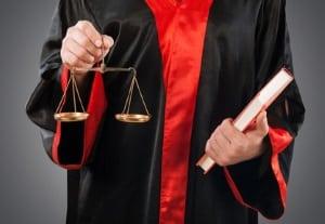 Das Waffengesetz legt für Halbautomaten fest, welche waffenrechtliche Erlaubnis für Erwerb und Besitz notwendig ist.