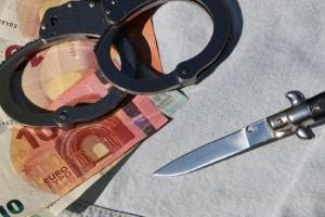 Dem Waffengesetz nach können Messer verbotene Waffen darstellen und Bußgelder für den Besitz verhängt werden