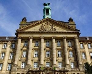 Den Waffenschein in Deutschland zu machen, ist per Antrag bei der Waffenbehörde möglich.