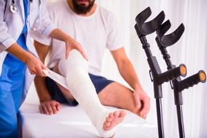 """Nach einem körperlichen Schaden fragt sich der ein oder andere schnell: """"Wann bekomme ich Schmerzensgeld?"""""""