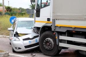 Lastkraftwagen und andere Kfz über 3,5 t zulässigem Gesamtgewicht benötigen zusätzlich eine Warnleuchte.