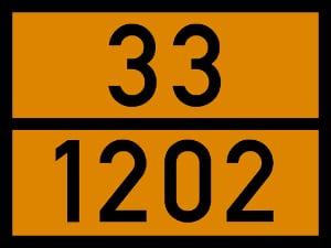 Eine Warntafel zum Gefahrgut: An Beförderungsfahrzeugen ist diese oft verpflichtend.