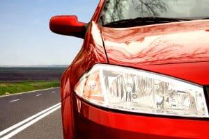 Am Auto dürfen Warnzeichen nur in bestimmten Situationen zum Einsatz kommen.