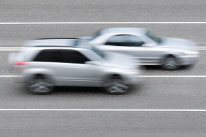Was kostet es, unerlaubt rechts zu überholen auf der Autobahn?
