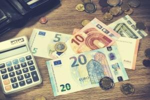 Rücknahme vom Widerspruch gegen den Bußgeldbescheid: Kosten entstehen anteilig.