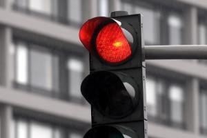 Wie hoch ist der Toleranzabzug bei einem Rotlichtverstoß?