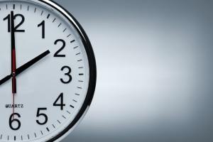 Die wöchentliche Ruhezeit für Lkw-Fahrer muss laut Gesetz mindestens 45 Stunden betragen.