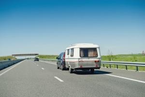 Wie erhalte ich für meinen Wohnwagen einen 100 km/h zulassung