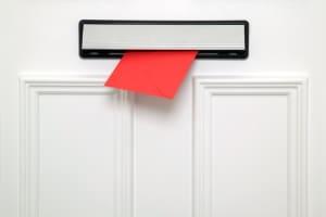 Wunschkennzeichen bestellen: Wer dies online macht, muss auf die Post warten.