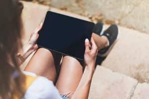 Nutzung der YouTube-Kindersicherung: Ob Android-Tablet oder iPad, alle Geräte sollten entsprechend gesichert sein.