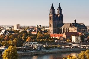 Mit welchen Anliegen können Sie sich an die Zentrale Bußgeldstelle in Magdeburg wenden?